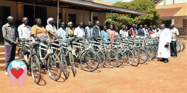 biciclette donate ai catechisti in Uganda