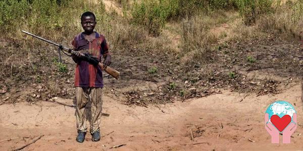 Bambino soldato in Africa