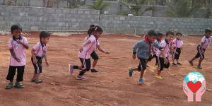 bambini indiani suore della carità