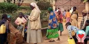 Suore operaie sostegno a distanza bambini e aiuto ai poveri
