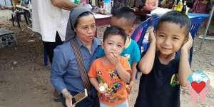 bambini poveri Laos