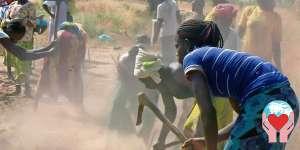 Donne al lavoro nei campi